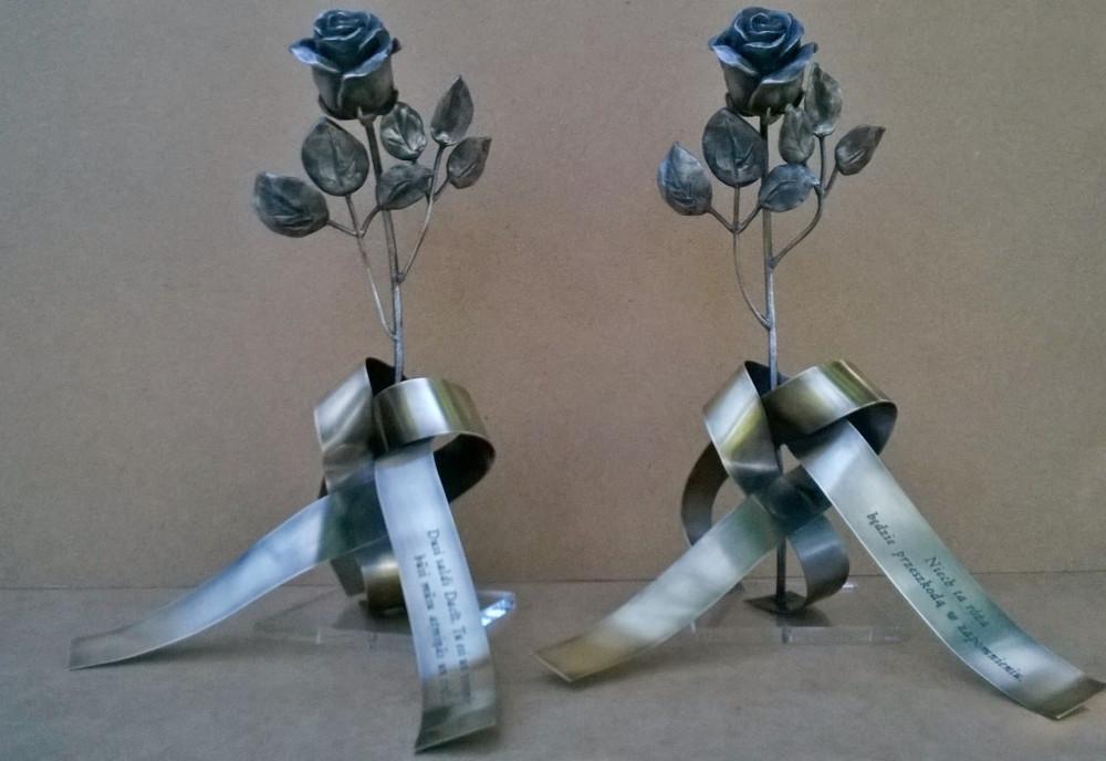 memoriałowe róże, mosiądz